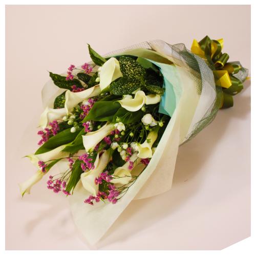 白色系のお任せ花束